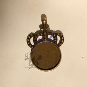 پلاک گردنبند زرد قلم رزینی تاج پادشاهی